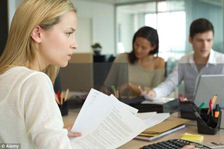 Правильно ли делать выбор между работой и близкими?